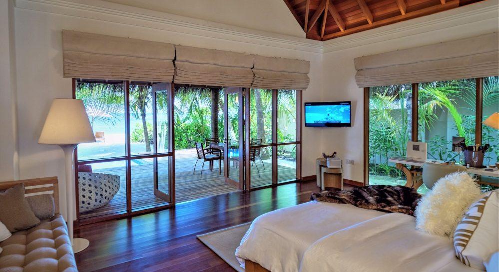 2 Huvafen Fushi Deluxe Beach Bungalow with Pool Bedroom