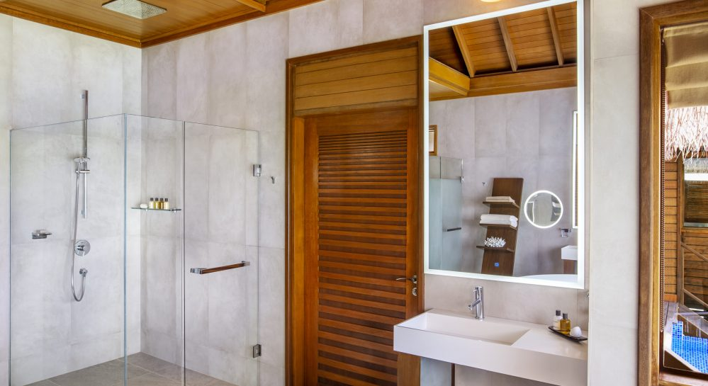 7 Huvafen Fushi Ocean Bungalow with Pool Bathroom