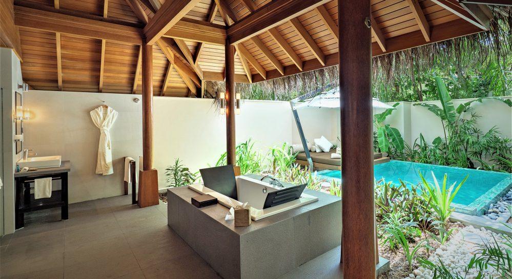 Huvafen-Fushi-Deluxe-Beach-Bungalow-with-Pool-Open-Air-Bathroom_edit