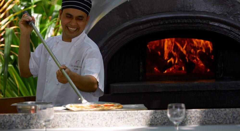 Huvafen-Fushi-Forno-Restaurant-Wood-Fire-Pizza-Oven-Chef