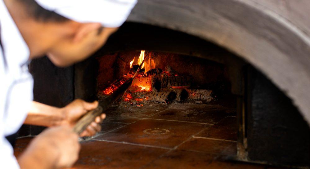 Huvafen-Fushi-Forno-Restaurant-Wood-Fire-Pizza-Oven